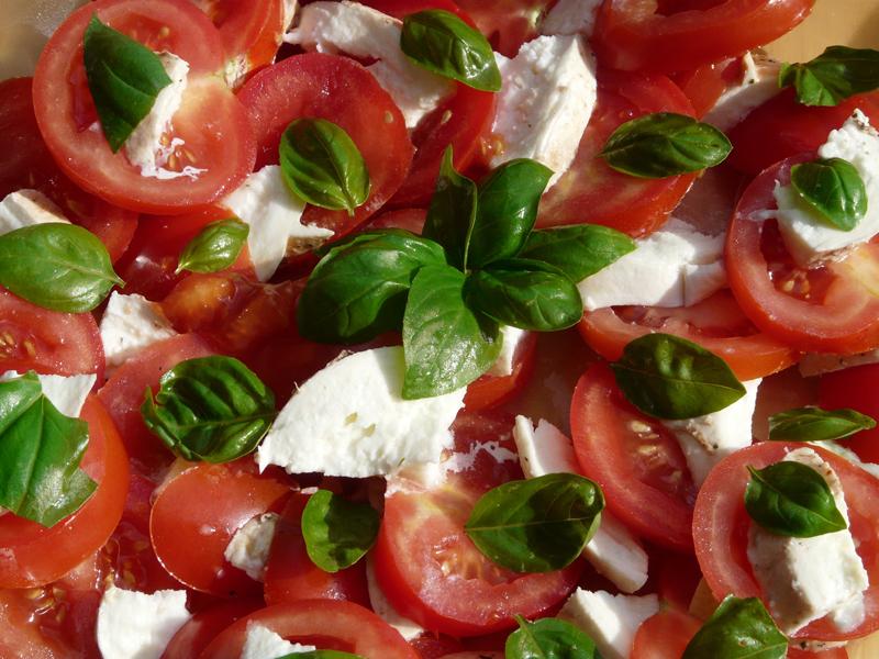 Ensalada-de-Tomate-y-MOzarella1