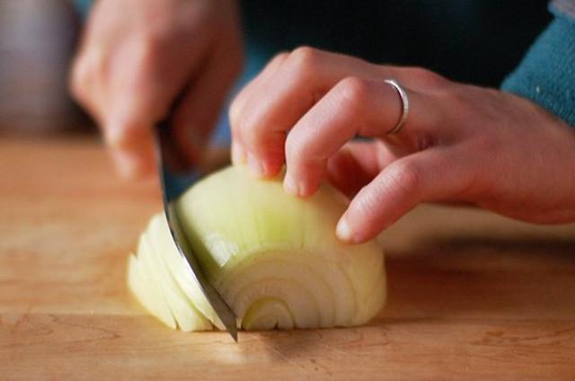 trucos-para-cortar-cebollas-y-no-llorar-01