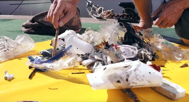 cubo-basura-flotante-limpiar-oceanos-seabin-australia-1
