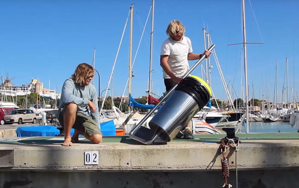 cubo-basura-flotante-limpiar-oceanos-seabin-australia-2