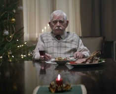 el-anuncio-navideno-de-edeka-el-abuelo-que-cena-solo-en-navidad-6054202
