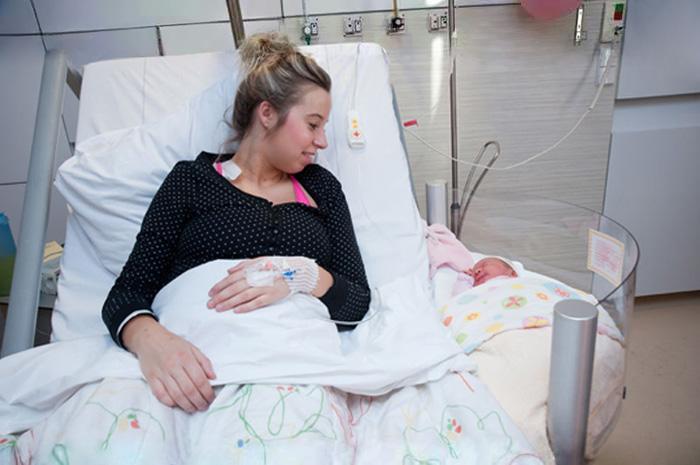 cuna-bebe-enganchable-cama-hospital-maternidad-2