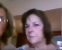 Estas mujeres hacen lo imposible para sacarse una selfie... ¿lo lograrán ¡Muy gracioso!